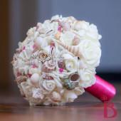 Hoa cưới cầm tay vỏ sò ốc Fuchsia (Hot Pink) HC06
