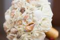 Hoa cưới cầm tay vỏ sò ốc Gold pearl HC07
