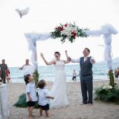 """Chọn Nha Trang (Hòn Tằm) để tổ chức """"Lễ cưới trên bãi biển"""""""