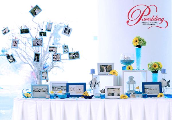 cô dâu chú rể có thể chọn chiếc bàn dài bằng gỗ, phủ lên lớp khăn trải bàn màu trắng