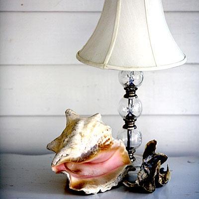 Bày trang trí trên đồ đạc vật dụng trong nhà