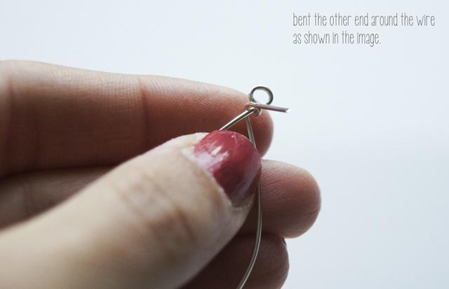 gập đầu sợi dây qua bên đâu dây còn lại