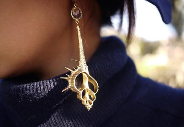bông tai vỏ ốc mang đậm phong cách biển
