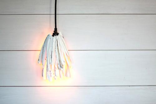 Đây là sự thay thế hoàn hảo cho chiếc đèn ngủ truyền thống. Nó nhỏ gọn, tiết kiệm diện tích đồng thời đem đến cái nhìn độc đáo, mới lạ cho không gian sống của bạn.