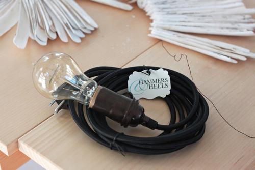 bạn có thể mua một chiếc đèn dây trơn như trong hình để bắt vào sâu vỏ ốc