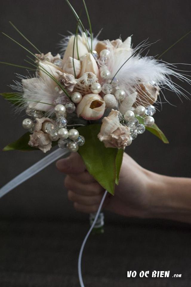 Làm hoa cưới kết hợp vỏ ốc biển và ngọc trai