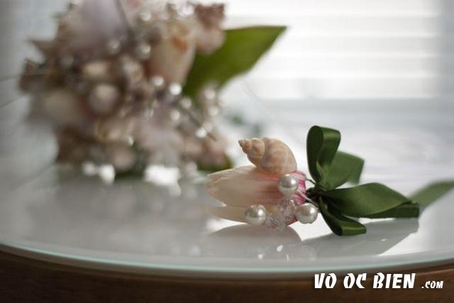 Đừng quên hoa cài áo của chú rể nhé :)