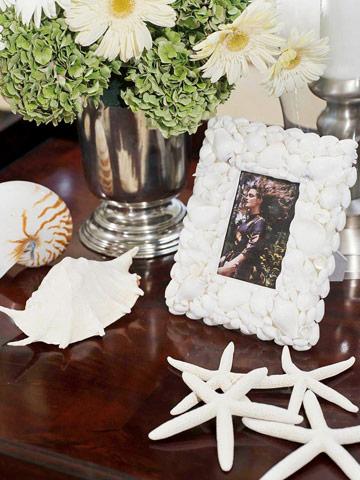 Một bức ảnh bạn đang bên bờ biển với khung ảnh được gắn những mảnh vỏ sò đáng yêu thì thế nào nhỉ?