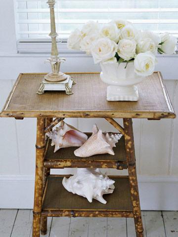 Đôi khi chỉ là sắp xếp những vỏ ốc lớn trên một chiếc bàn bằng tre thân thiện với môi trường lại tạo ra cái nhìn thanh lịch