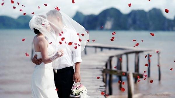 Tổ chức tiệc cưới trên bãi biển là sự chọn lựa yêu thích của nhiều cặp đôi trên thế giới