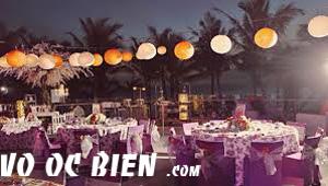 kết hợp tông màu tím nhẹ nhàng cho đám cưới biển thêm phần lãng mạng