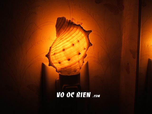 đèn ngủ mang cho ta cảm giác ấm áp khi bước vào phòng.