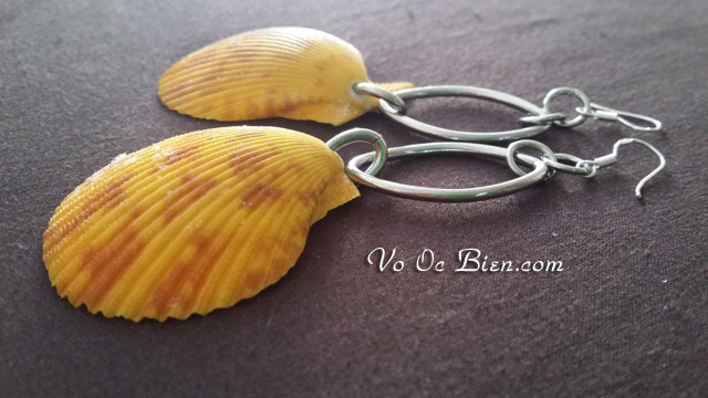 Handmade bông tai lạ mắt với vỏ sò điệp vàng