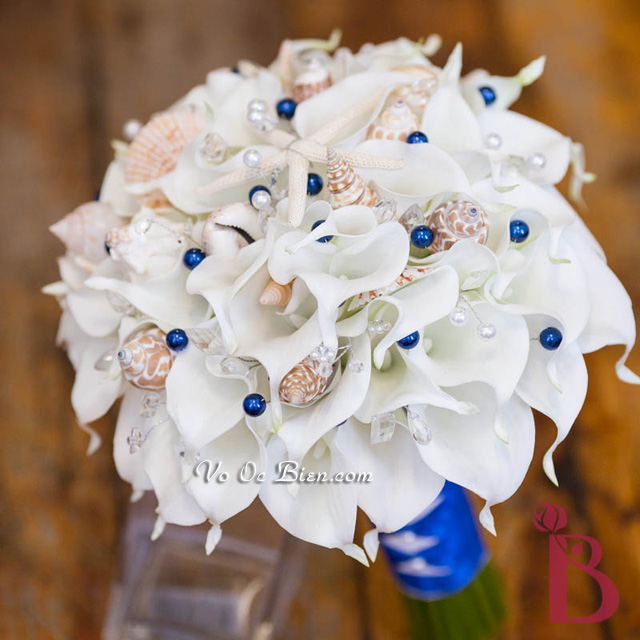 Hoa cưới cầm tay vỏ sò ốc Calla Lily HC02