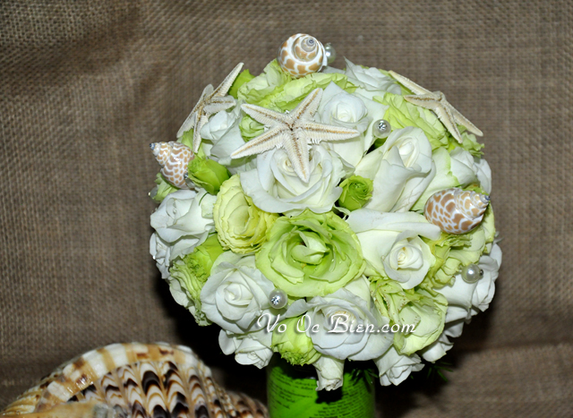 Hoa cưới cầm tay vỏ sò ốc Coral Satin Rosettes HC10