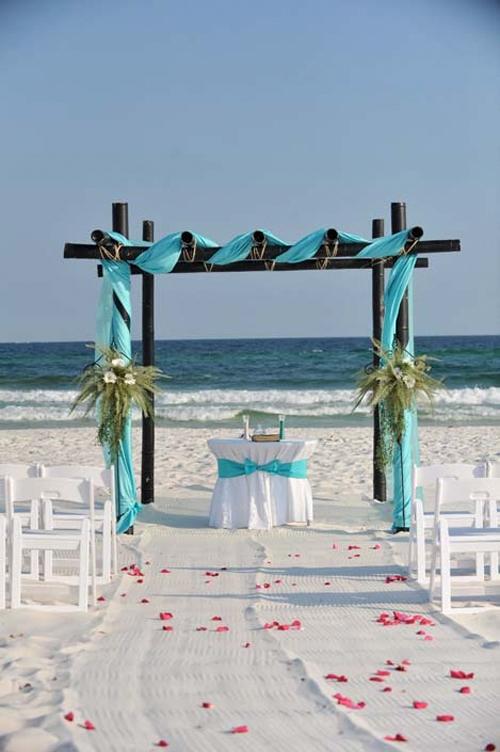 Nơi làm lễ có thể được trang trí với các màu sắc của biển.
