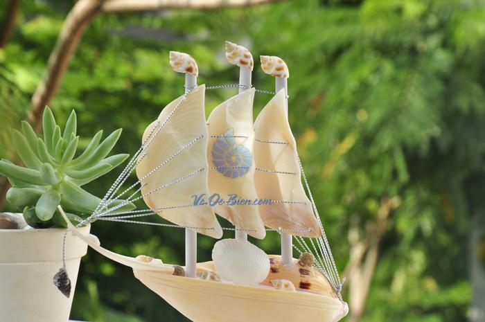 Thuyền buồm vỏ ốc nhỏ TB03_T - hình chụp tại voocbien.com