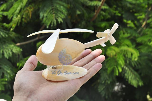 Máy bay trực thăng ốp trai vàng & vỏ ốc QLN_09 (hình chụp tại VoOcBien)