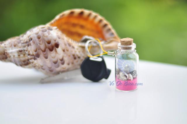 Móc khoá vỏ sò ốc trong lọ thủy tinh 6x2 MK_01 (hình chụp tại VoOcBien)