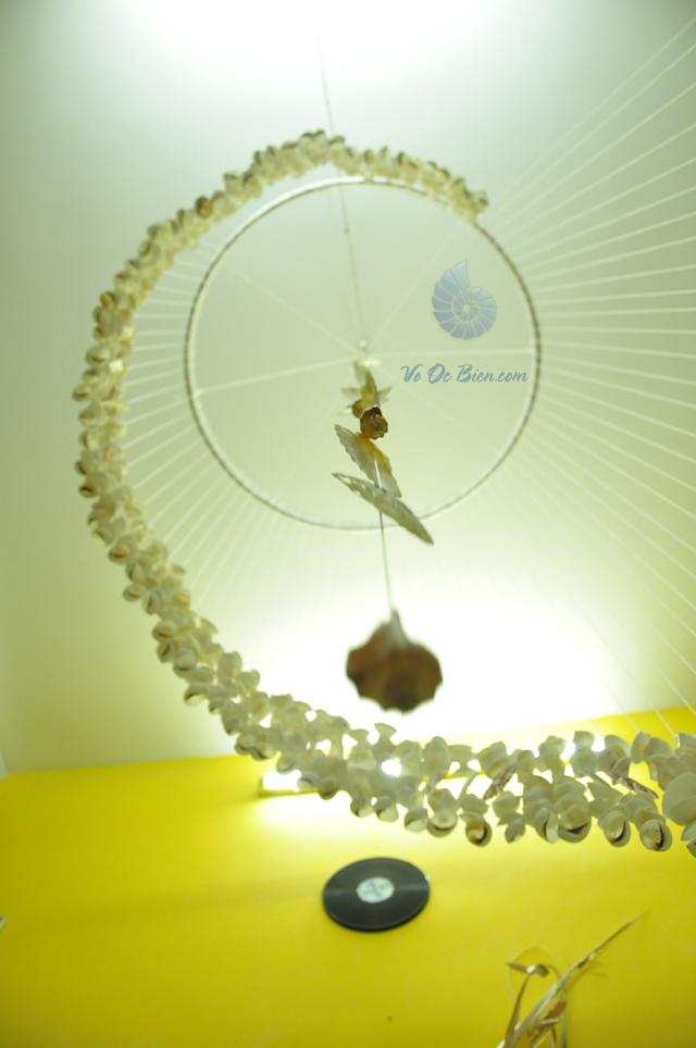 Chuông gió vỏ sò ốc lớn (1m x 2,7m) - hình chụp tại VoOcBien