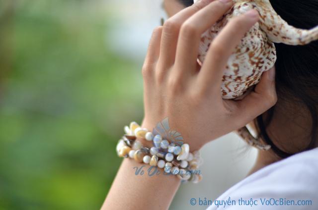 Lắc tay vỏ ốc xà cừ & đụn bi tròn LDT08 - © bản quyền hình ảnh thuộc VoOcBien.com