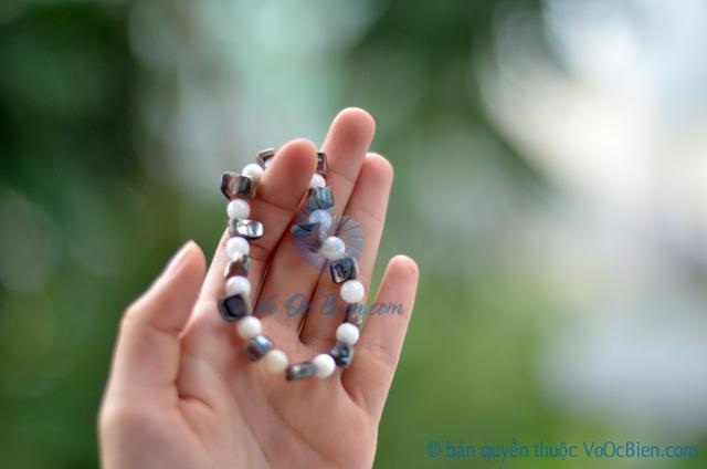 Lắc tay vỏ ốc xà cừ xanh & đụn bi tròn LDT09 – © bản quyền hình ảnh thuộc VoOcBien.com