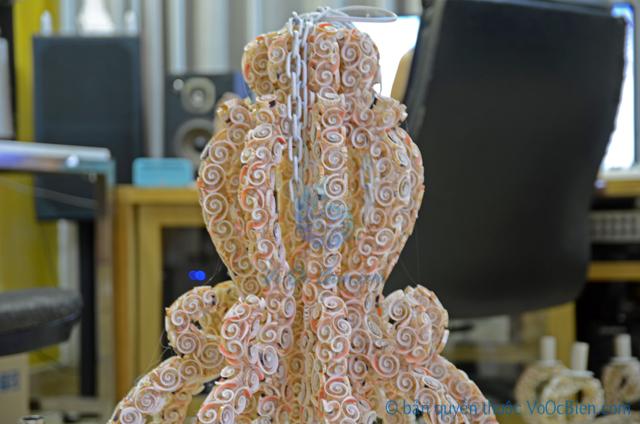 Đèn treo trần bạch tuộc vỏ ốc - © bản quyền hình ảnh thuộc VoOcBien.com
