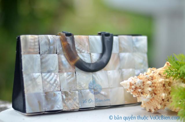 Túi xách đính vỏ trai mài xà cừ TX_03 - © bản quyền hình ảnh thuộc VoOcBien.com