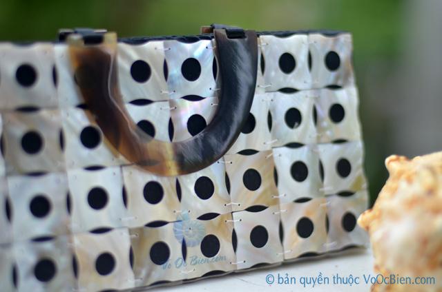 Túi xách đính vỏ trai mài xà cừ TX_04 - © bản quyền hình ảnh thuộc VoOcBien.com