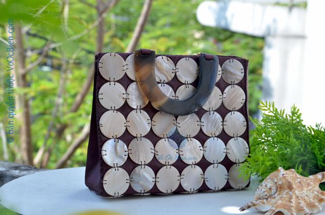 Túi xách đính vỏ trai mài xà cừ GX_11 (Nâu) - © bản quyền hình ảnh thuộc VoOcBien.com