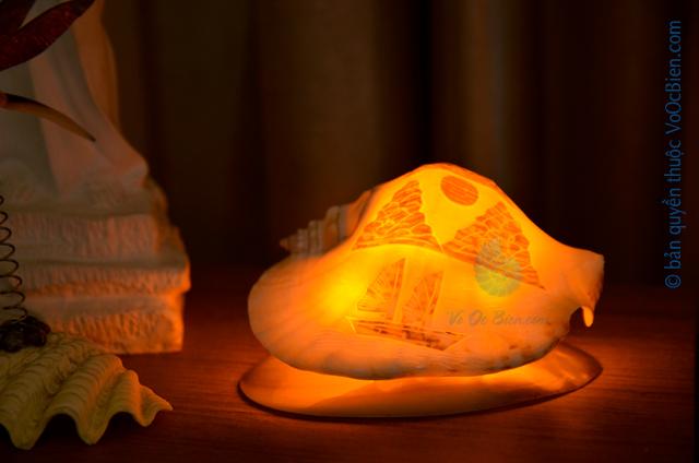 Đèn ngủ vỏ ốc bàn ủi khắc ĐN29 - © bản quyền hình ảnh thuộc VoOcBien.com