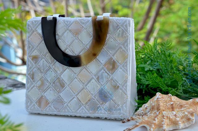 Giỏ xách ốp trai xà cừ (trắng) GX_03 - © bản quyền hình ảnh thuộc VoOcBien.com