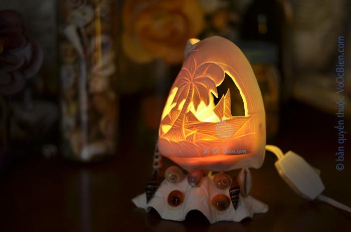 Đèn ngủ để bàn vỏ ốc đá khắc ĐN38
